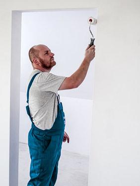 peintre d'intérieur en action