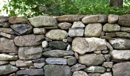 clôture en pierres naturelles