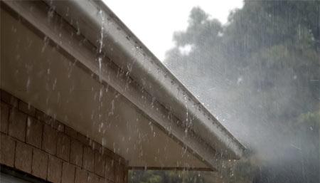 gouttière et pluie