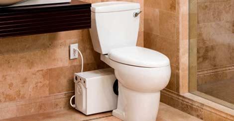 sanibroyeur dans la salle de bains